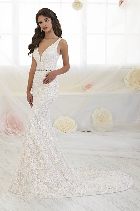 38014 gown from the 2018 Novia Collection collection, as seen on Bride.Canada