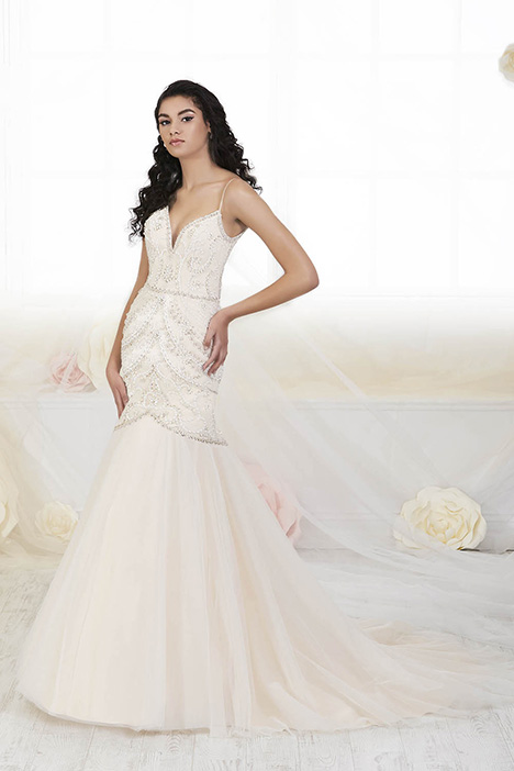 38015 gown from the 2018 Novia Collection collection, as seen on Bride.Canada