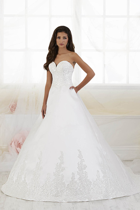 38017 gown from the 2018 Novia Collection collection, as seen on Bride.Canada
