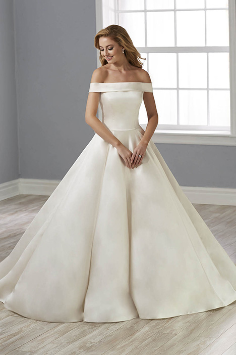 38020 gown from the 2018 Novia Collection collection, as seen on Bride.Canada