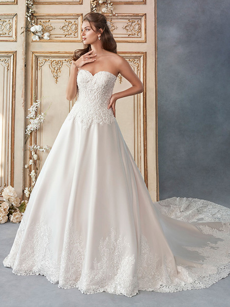 1798 gown from the 2018 Kenneth Winston collection, as seen on Bride.Canada