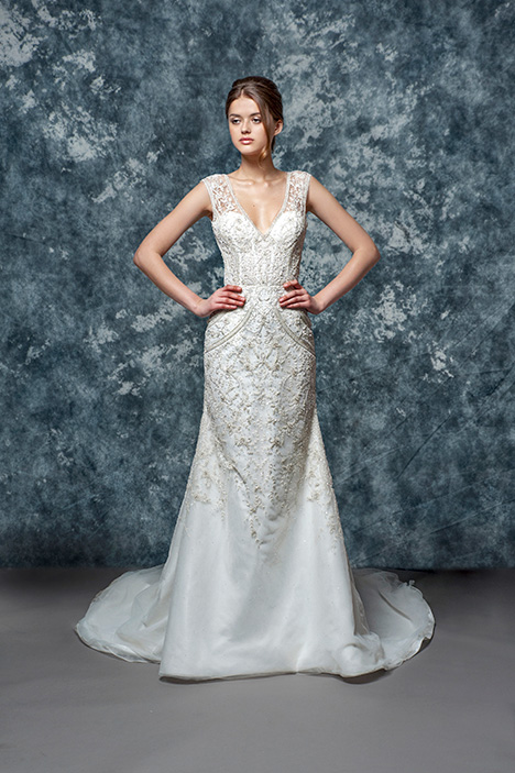 EF802 Aster gown from the 2018 Enaura Bridal collection, as seen on Bride.Canada
