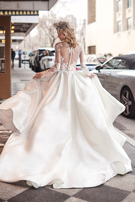 BL19106 gown from the 2019 Monique Lhuillier: Bliss collection, as seen on Bride.Canada