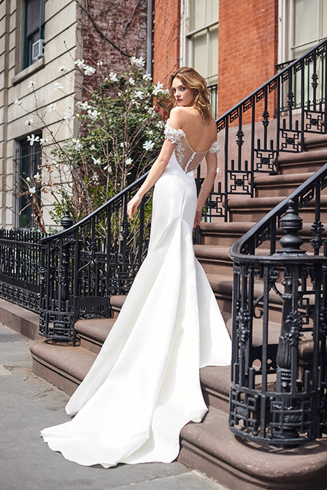 BL19108 gown from the 2019 Monique Lhuillier: Bliss collection, as seen on Bride.Canada