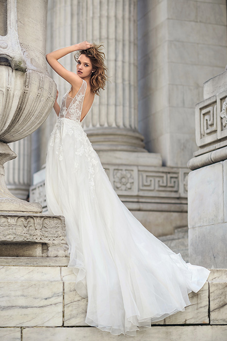 BL19109 gown from the 2019 Monique Lhuillier: Bliss collection, as seen on Bride.Canada