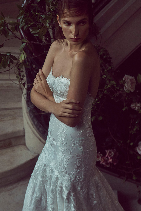 BL19210 gown from the 2019 Monique Lhuillier: Bliss collection, as seen on Bride.Canada