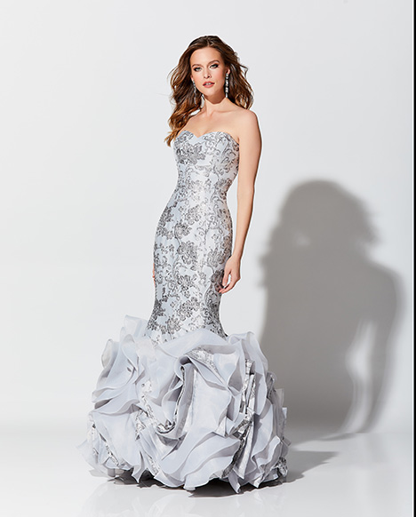 119D60 gown from the 2019 Montage: Ivonne D Collection collection, as seen on Bride.Canada