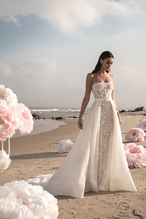 Gigi gown from the 2019 Lee Petra Grebenau collection, as seen on Bride.Canada