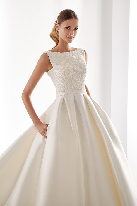 AUAB191003 gown from the 2019 Aurora collection, as seen on Bride.Canada
