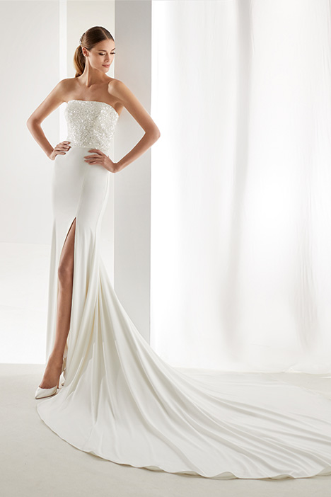 AUAB19915 gown from the 2019 Aurora collection, as seen on Bride.Canada