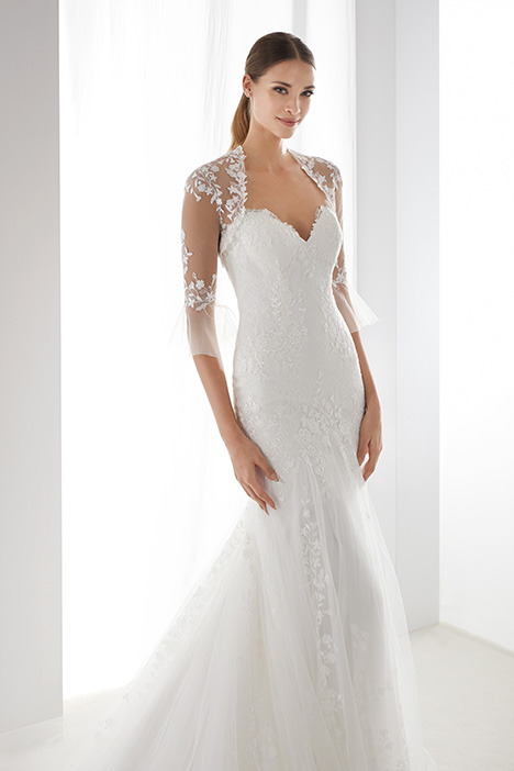 AUAB19958 gown from the 2019 Aurora collection, as seen on Bride.Canada