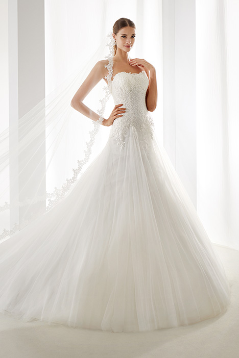 AUAB19976 gown from the 2019 Aurora collection, as seen on Bride.Canada