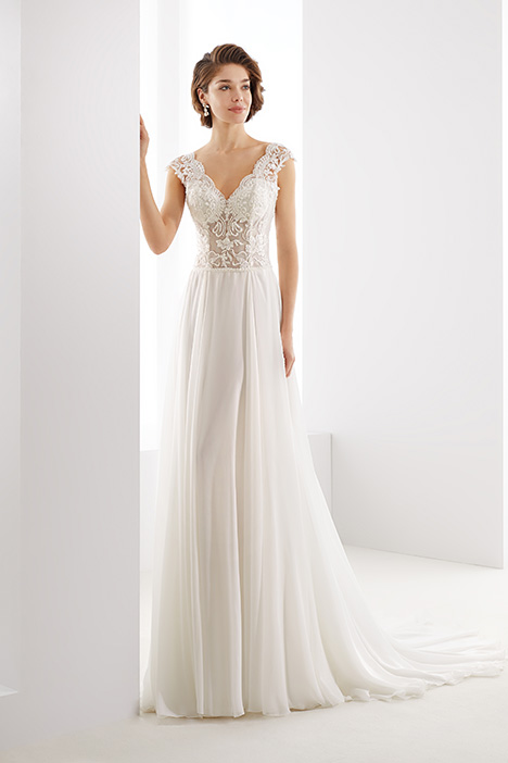 JOAB19412 gown from the 2019 Jolies collection, as seen on Bride.Canada