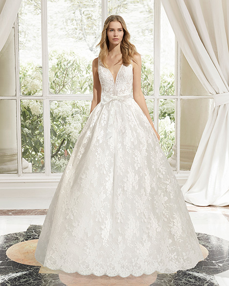 MAGDA (31105) gown from the 2019 Rosa Clara Couture collection, as seen on Bride.Canada