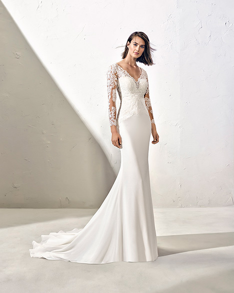 FENOL (3N121) gown from the 2019 Adriana Alier collection, as seen on Bride.Canada
