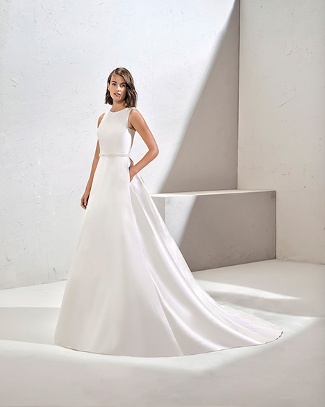 FUENTE (3N160) gown from the 2019 Adriana Alier collection, as seen on Bride.Canada