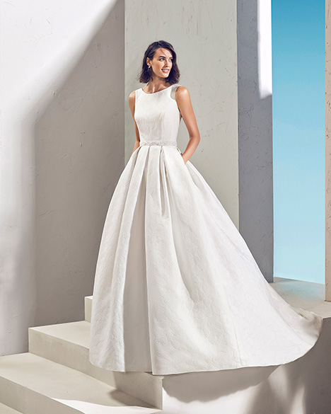 FULGOR (3N165) gown from the 2019 Adriana Alier collection, as seen on Bride.Canada