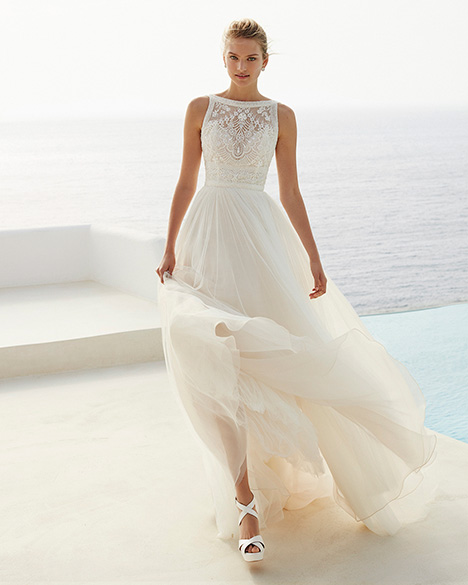 GIA gown from the 2019 Aire Barcelona Beach Wedding collection, as seen on Bride.Canada