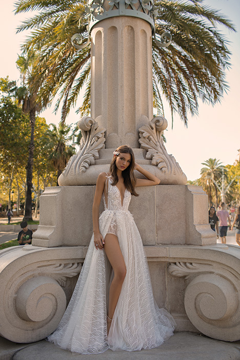 Daria gown from the 2019 Muse by BERTA collection, as seen on Bride.Canada