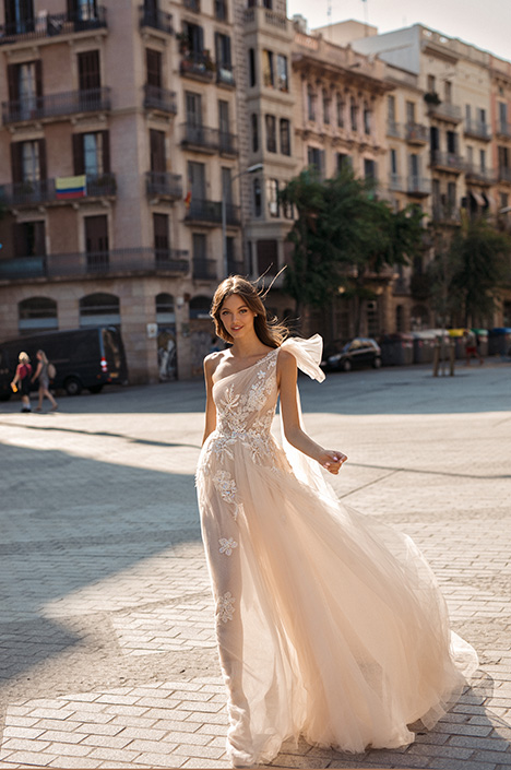 Dionne gown from the 2019 Muse by BERTA collection, as seen on Bride.Canada