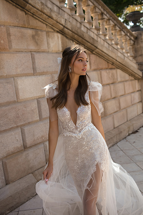Donatella gown from the 2019 Muse by BERTA collection, as seen on Bride.Canada
