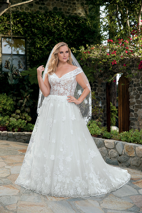 Anabelle + gown from the 2019 Casablanca Bridal collection, as seen on Bride.Canada