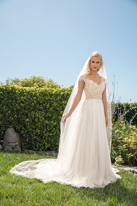 Sydney gown from the 2019 Casablanca Bridal collection, as seen on Bride.Canada