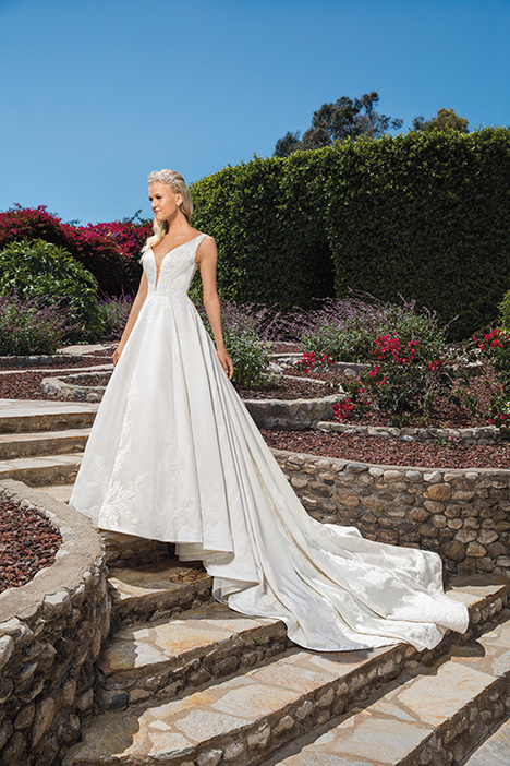 Vivian gown from the 2019 Casablanca Bridal collection, as seen on Bride.Canada