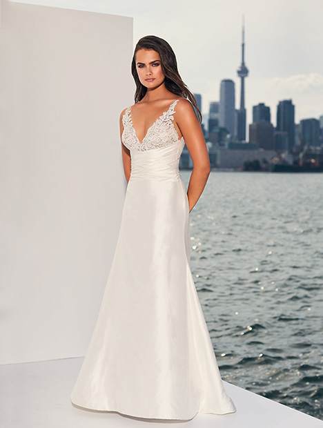 4830 gown from the 2019 Paloma Blanca collection, as seen on Bride.Canada