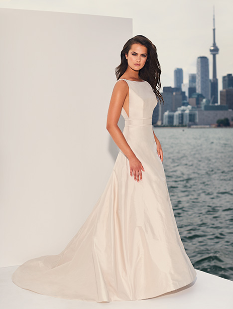 4832 gown from the 2019 Paloma Blanca collection, as seen on Bride.Canada