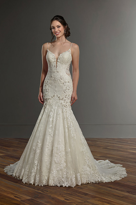 1032 gown from the 2019 Martina Liana collection, as seen on Bride.Canada