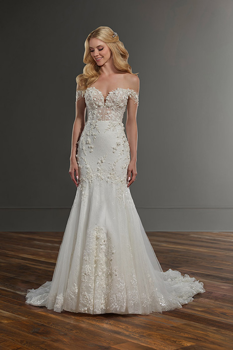 1057 gown from the 2019 Martina Liana collection, as seen on Bride.Canada