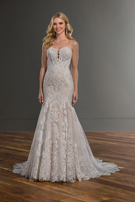 1074 gown from the 2019 Martina Liana collection, as seen on Bride.Canada