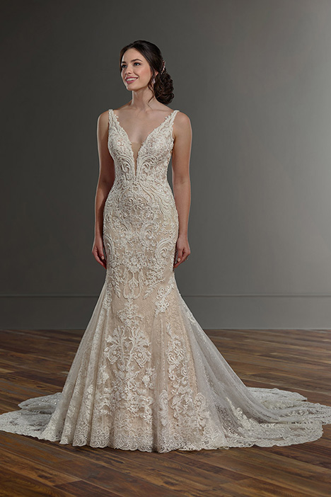1078 gown from the 2019 Martina Liana collection, as seen on Bride.Canada