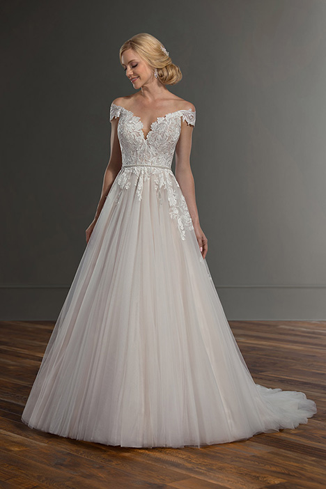 1082 gown from the 2019 Martina Liana collection, as seen on Bride.Canada
