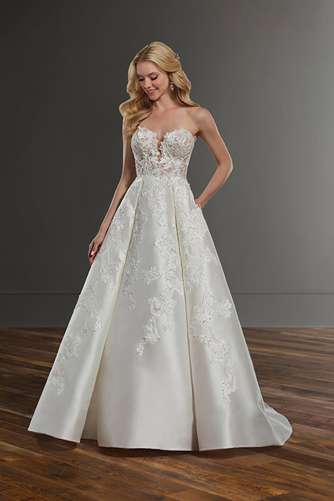 gown from the 2019 Martina Liana collection, as seen on Bride.Canada