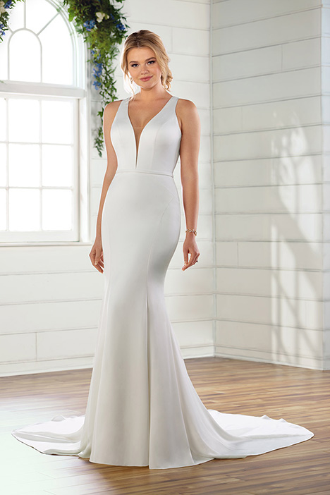 D2654 gown from the 2019 Essense of Australia collection, as seen on Bride.Canada
