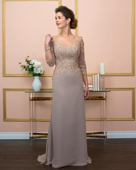222 gown from the 2018 Romantic Bridals: Pearl collection, as seen on Bride.Canada