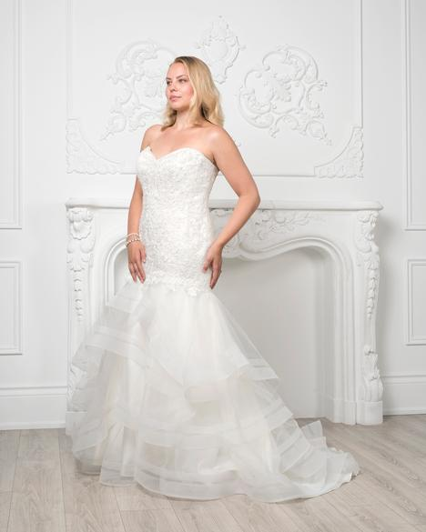 8226W gown from the 2019 Romantic Bridals: Curvy Bride collection, as seen on Bride.Canada