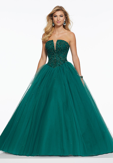 43046 gown from the 2019 Mori Lee Prom collection, as seen on Bride.Canada