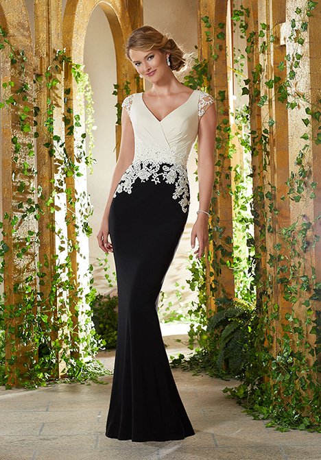71926 gown from the 2019 MGNY Madeline Gardner collection, as seen on Bride.Canada
