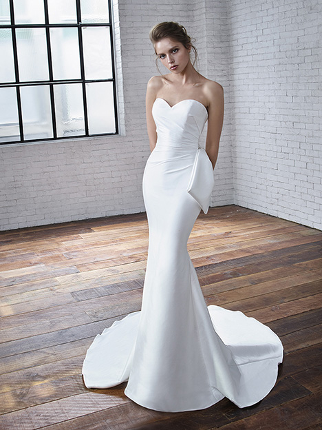 Carmen gown from the 2019 Badgley Mischka Bride collection, as seen on Bride.Canada