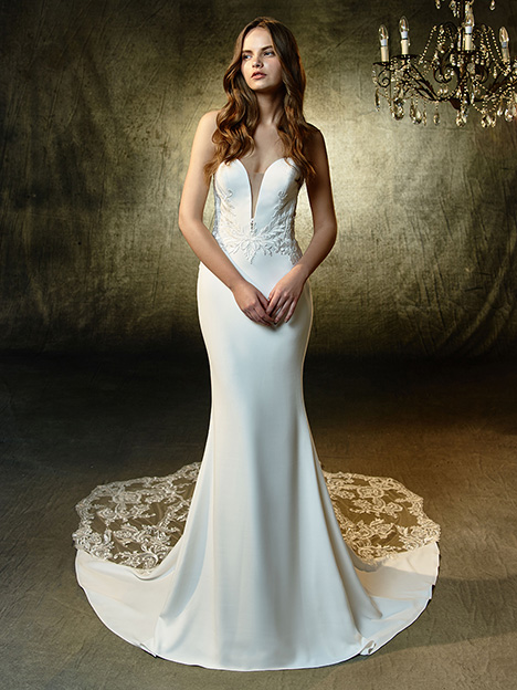 Lainey gown from the 2019 Blue by Enzoani collection, as seen on Bride.Canada