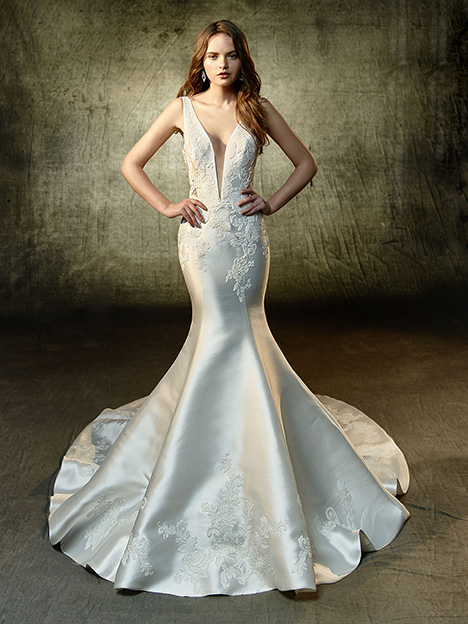 Lane gown from the 2019 Blue by Enzoani collection, as seen on Bride.Canada