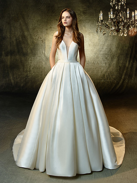 Lisette gown from the 2019 Blue by Enzoani collection, as seen on Bride.Canada