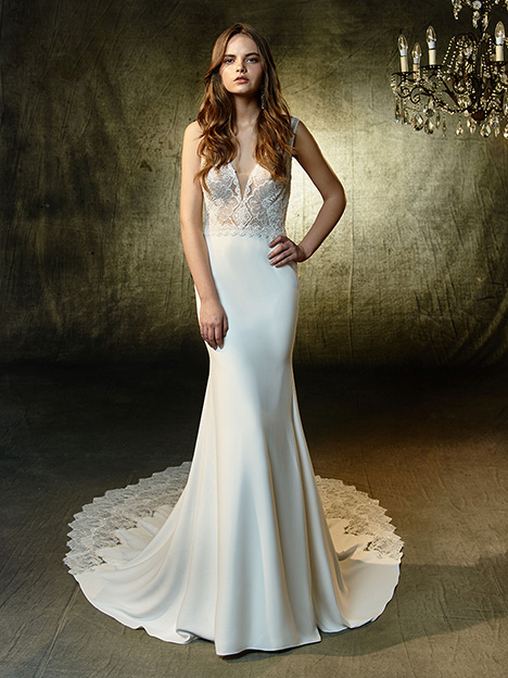 Luz gown from the 2019 Blue by Enzoani collection, as seen on Bride.Canada