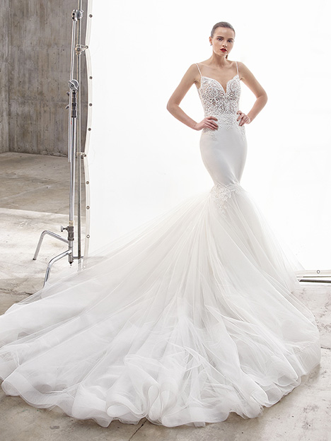 Naya gown from the 2019 Enzoani collection, as seen on Bride.Canada