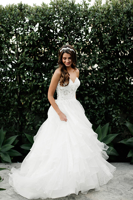 824 gown from the 2018 Bonny Bridal collection, as seen on Bride.Canada