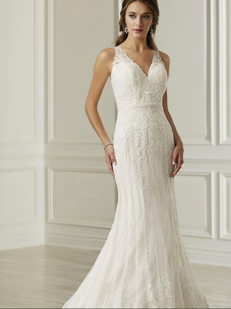 31106 gown from the 2019 Adrianna Papell collection, as seen on Bride.Canada
