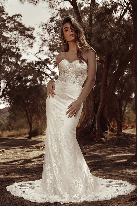 WA 6085 gown from the 2019 White April collection, as seen on Bride.Canada